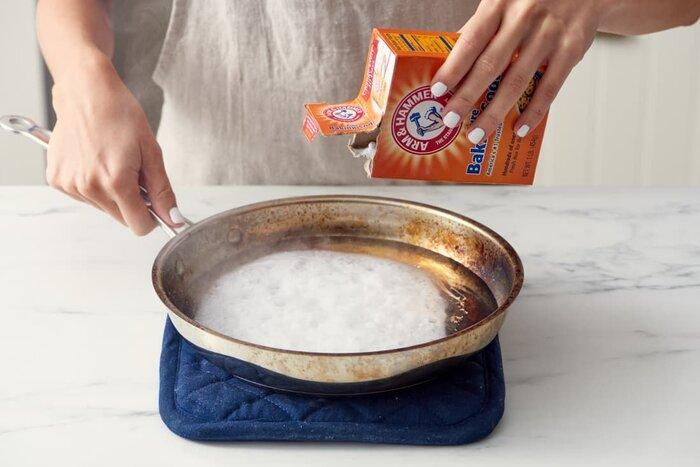 تمیز کردن ظروف سوخته با وسایل در خانه